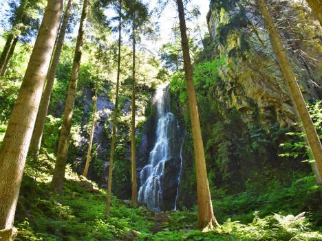 Burgbach-Wasserfall - sagenhaft schön.