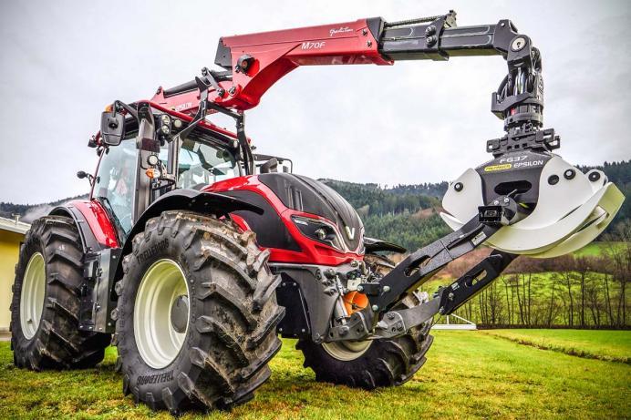Forst- und Landmaschinen Müller, Forstaufbauten Valtra Traktor