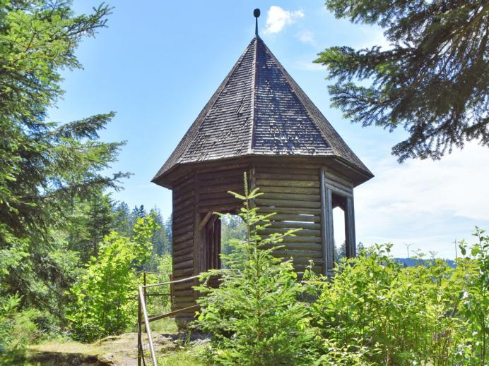 Das Pavillon am Burgbach-Wasserfall
