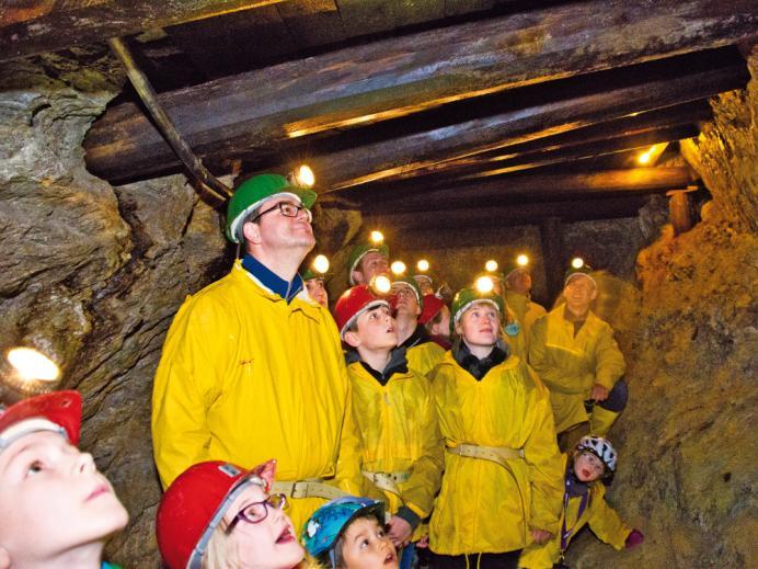 Gruppe während der Führung durch die Grube Wenzel.