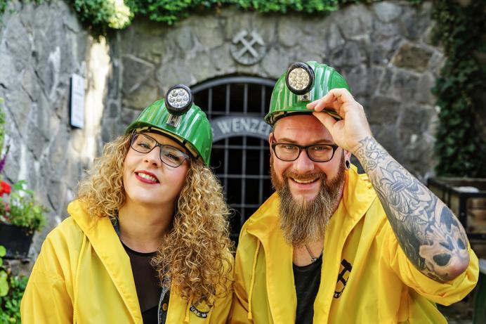 Grube Wenzel, Paar vor dem Eingang