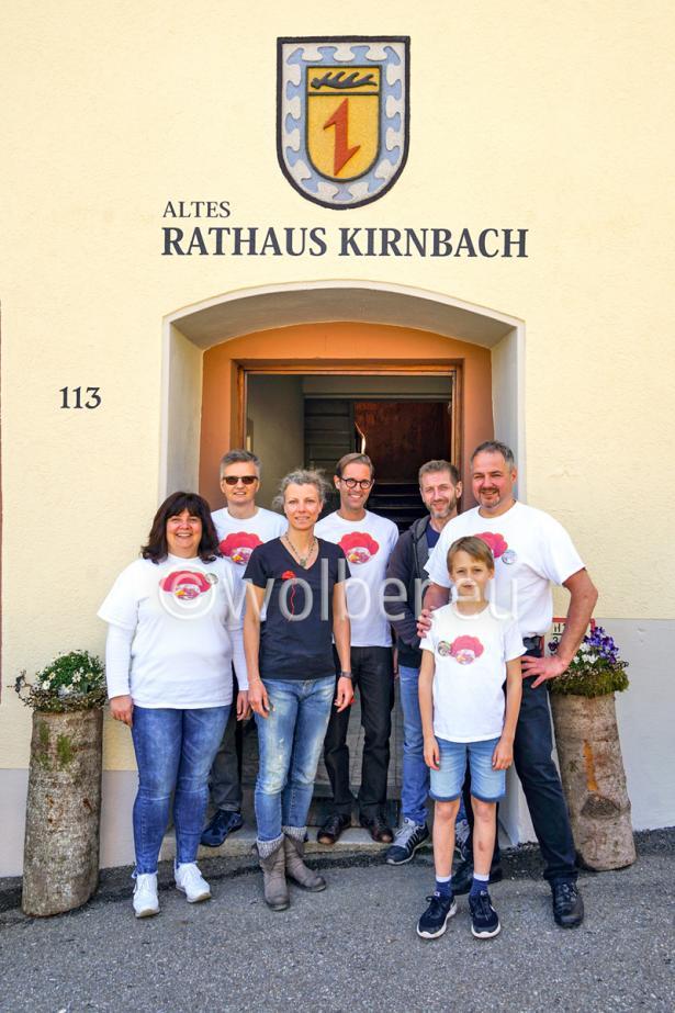 Altes Rathaus Kirnbach: Initiatoren mit Bollenhut-T-Shirt
